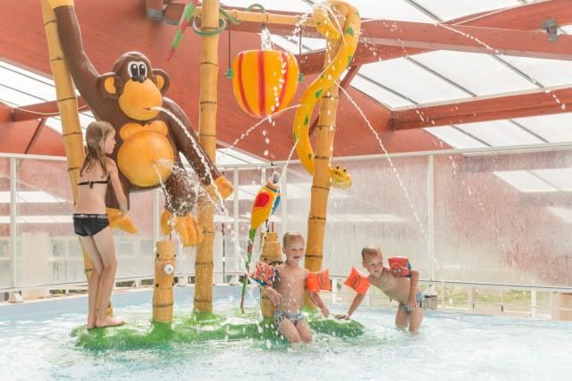 piscine couverte avec pataugeoire pour enfant ch teau de lez eaux. Black Bedroom Furniture Sets. Home Design Ideas