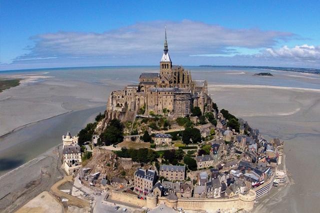 Le Mont Saint Michel une merveille historique à visiter en Normandie, dans la Manche