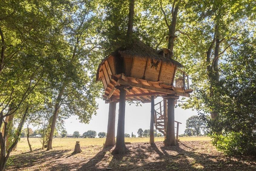 cabane dans les arbres s jour insolite ch teau de lez eaux. Black Bedroom Furniture Sets. Home Design Ideas